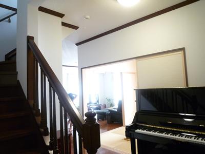 空間の確保とピアノの後方に部屋があるnew